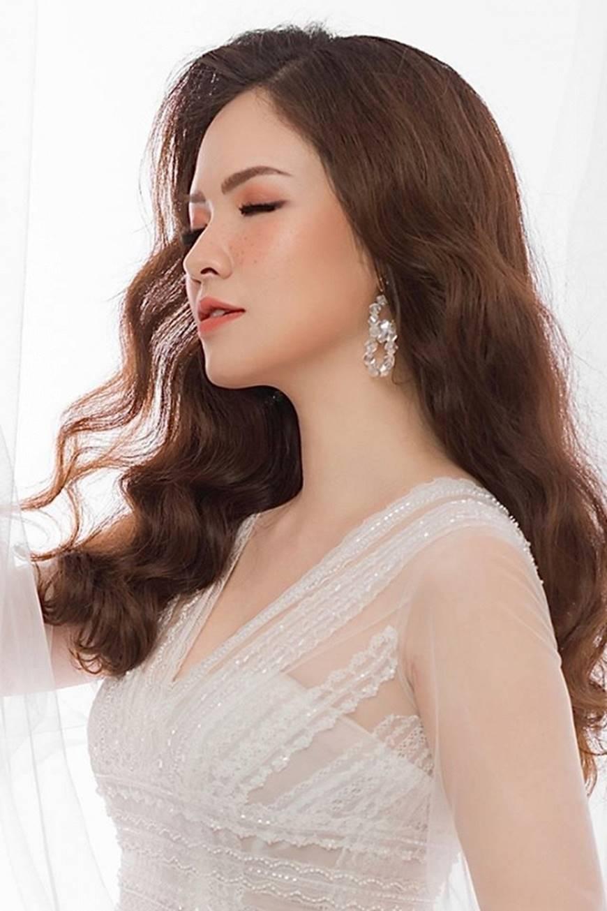 Gái hai con Đan Lê hóa công chúa mơ màng trong tà váy trắng tinh khôi-11