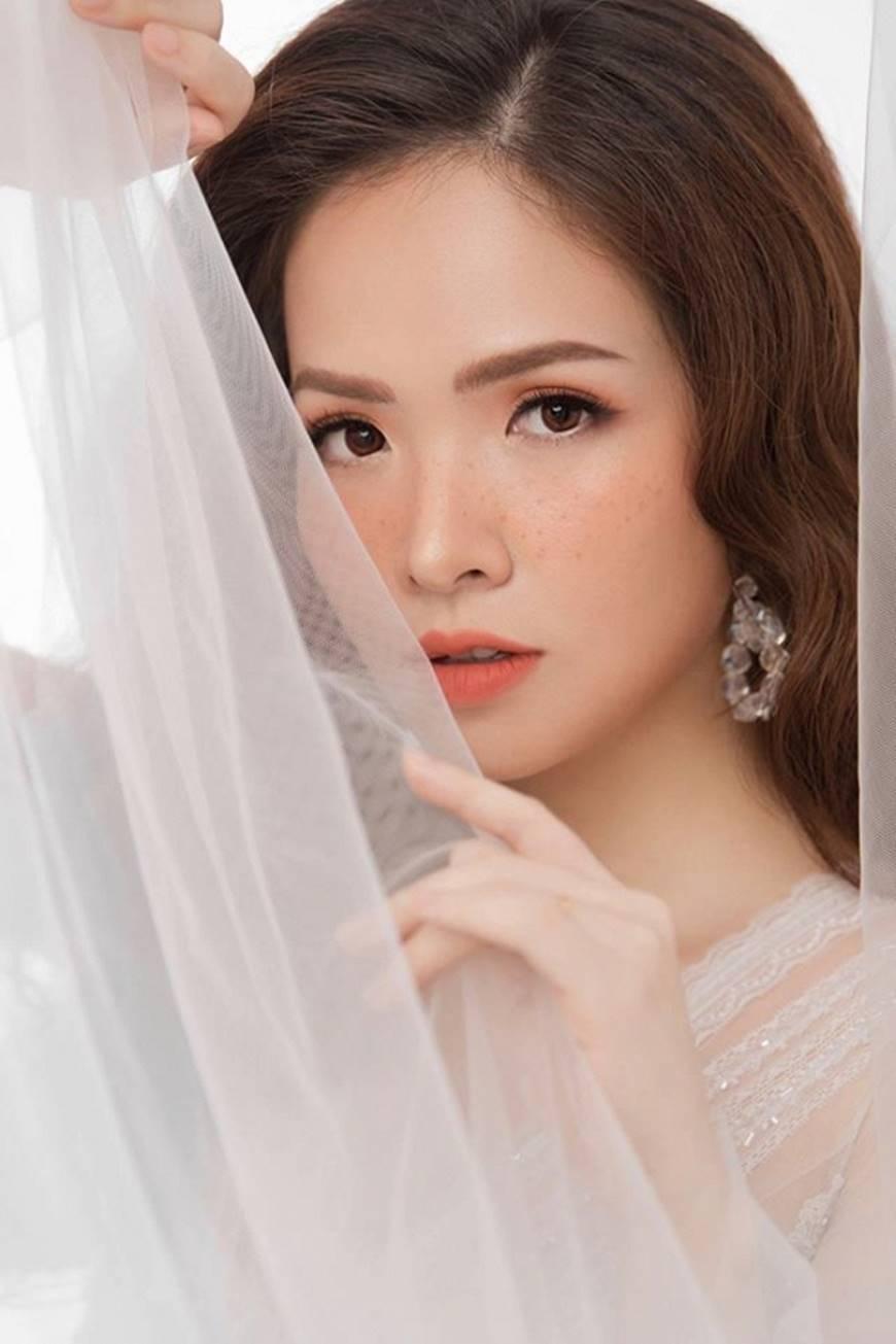 Gái hai con Đan Lê hóa công chúa mơ màng trong tà váy trắng tinh khôi-2
