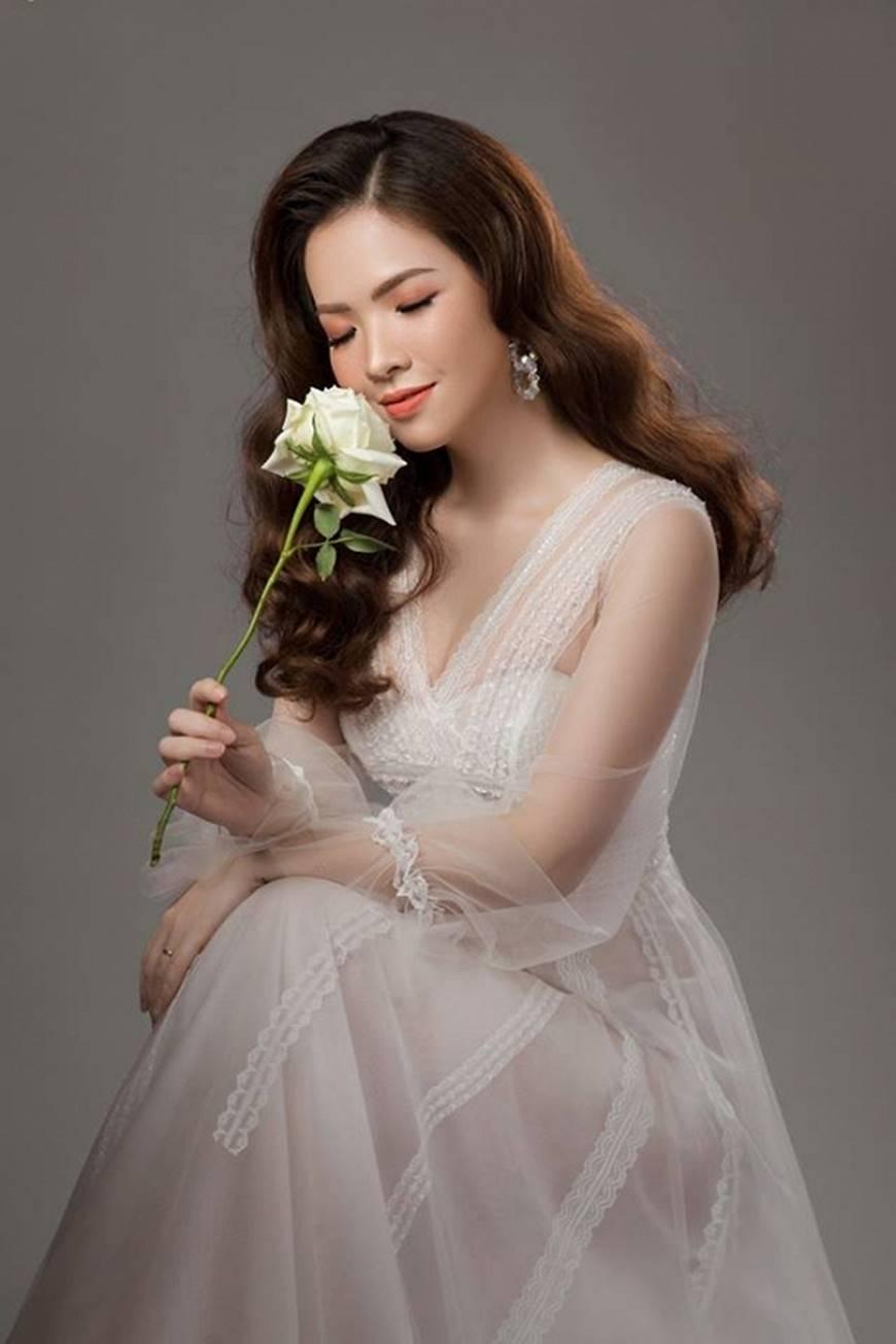 Gái hai con Đan Lê hóa công chúa mơ màng trong tà váy trắng tinh khôi-6