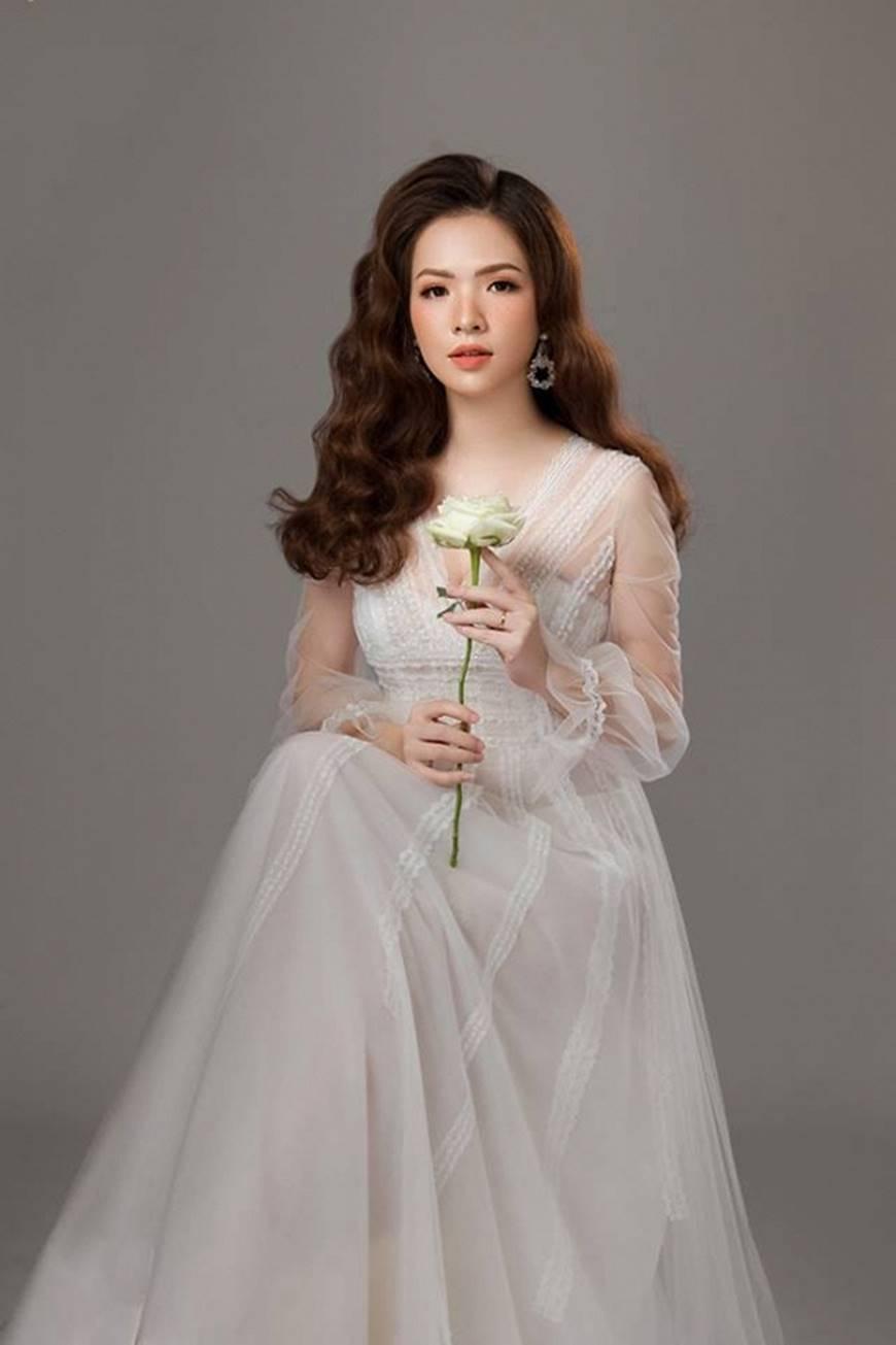 Gái hai con Đan Lê hóa công chúa mơ màng trong tà váy trắng tinh khôi-7