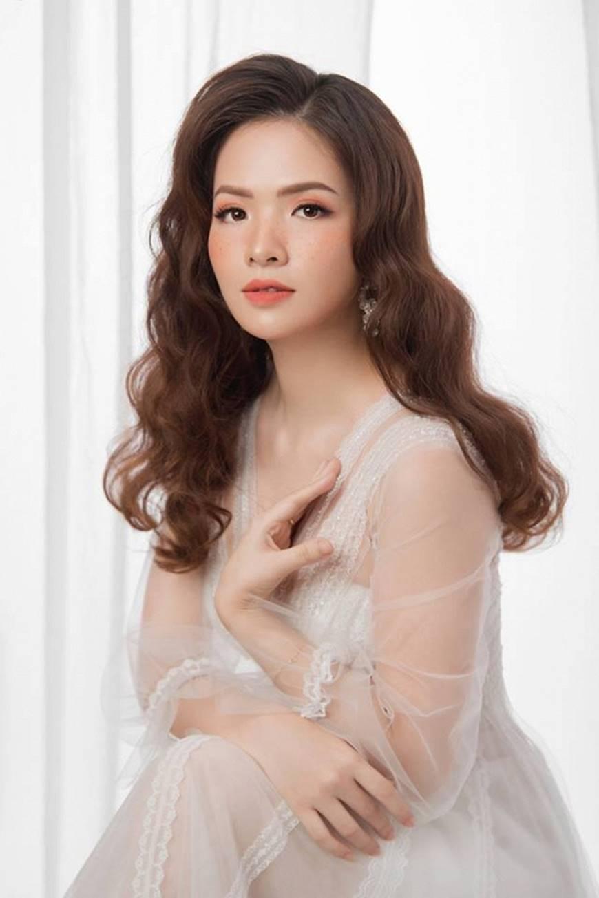 Gái hai con Đan Lê hóa công chúa mơ màng trong tà váy trắng tinh khôi-9