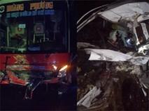 Cưa ô tô con đưa thi thể 2 nạn nhân ra ngoài sau cú tông của xe giường nằm