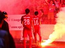 Cầu thủ Hải Phòng suýt dính pháo sáng khi ăn mừng bàn thắng