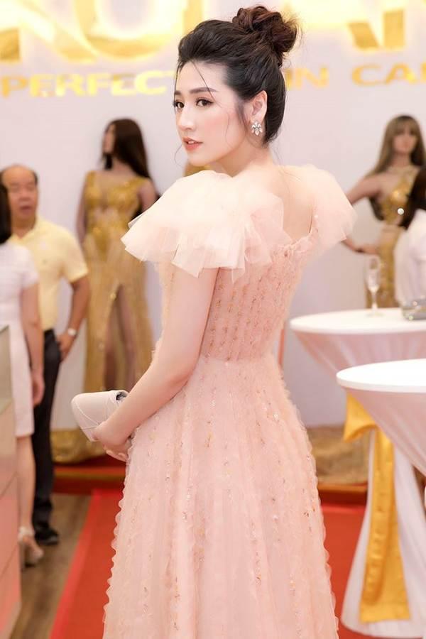 Á hậu Tú Anh hạnh phúc vì được chồng ủng hộ quay trở lại showbiz-4