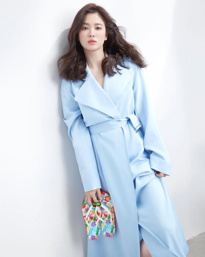 """Không còn già chát"""" vì kiểu tóc và trang phục, Song Hye Kyo đẹp đỉnh cao trong hình hậu trường không photoshop-1"""