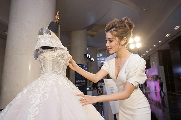 Á hậu Huyền My rạng rỡ dự event với váy cưới 2,5 tỷ đồng đính 500 viên kim cương-1