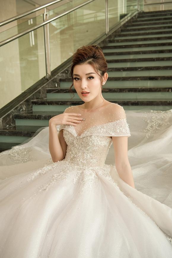 Á hậu Huyền My rạng rỡ dự event với váy cưới 2,5 tỷ đồng đính 500 viên kim cương-10