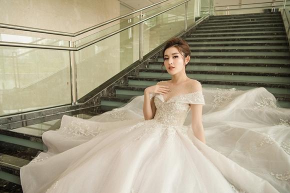 Á hậu Huyền My rạng rỡ dự event với váy cưới 2,5 tỷ đồng đính 500 viên kim cương-11