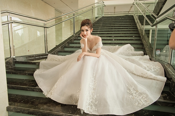 Á hậu Huyền My rạng rỡ dự event với váy cưới 2,5 tỷ đồng đính 500 viên kim cương-12