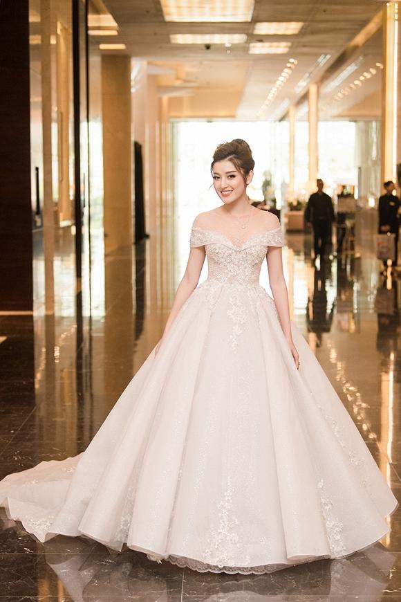 Á hậu Huyền My rạng rỡ dự event với váy cưới 2,5 tỷ đồng đính 500 viên kim cương-6