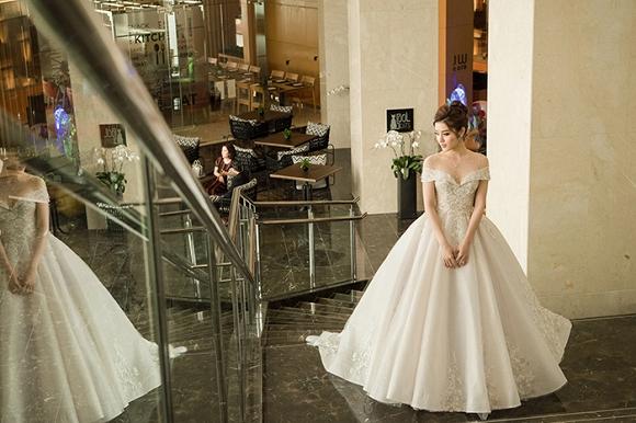Á hậu Huyền My rạng rỡ dự event với váy cưới 2,5 tỷ đồng đính 500 viên kim cương-7