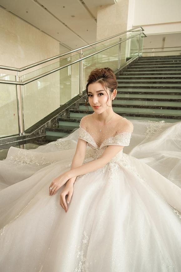 Á hậu Huyền My rạng rỡ dự event với váy cưới 2,5 tỷ đồng đính 500 viên kim cương-8