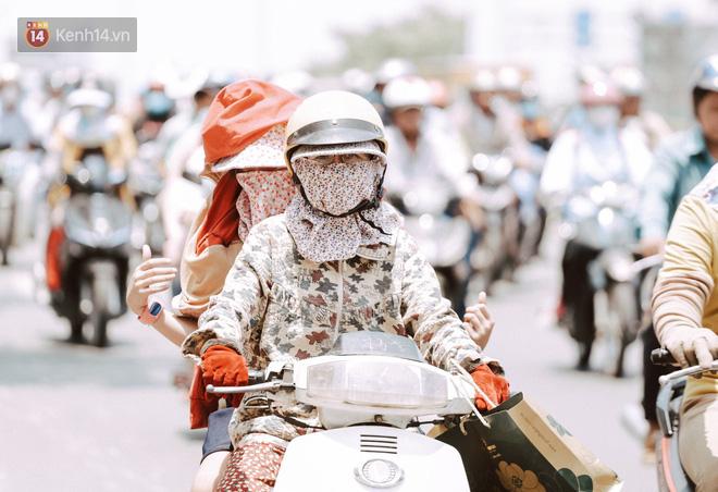 Clip nỗi niềm chị em Sài Gòn những ngày nóng đổ lửa: Có ai muốn mặc nguyên combo ninja ra đường như thế này đâu!-1