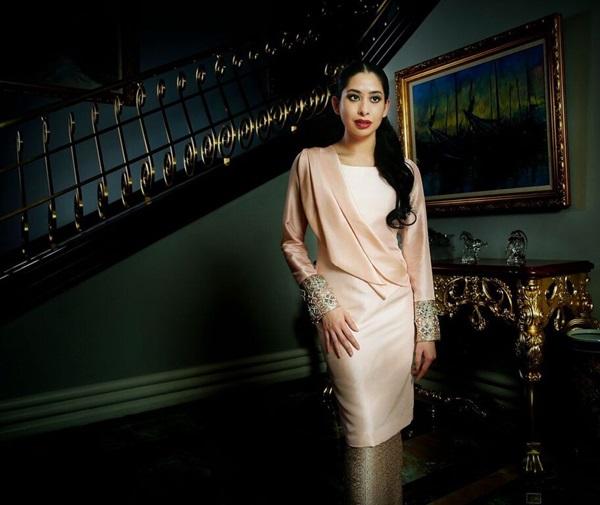 Bất ngờ với gu yêu của Hoàng gia Malaysia: Công chúa lấy con nhà bán hoa, nhận sính lễ chỉ hơn 1 triệu đồng nhưng cái kết mới là điều đáng nói-1