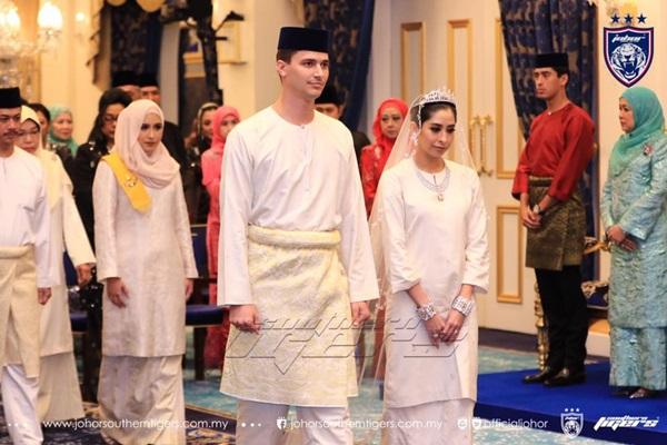 Bất ngờ với gu yêu của Hoàng gia Malaysia: Công chúa lấy con nhà bán hoa, nhận sính lễ chỉ hơn 1 triệu đồng nhưng cái kết mới là điều đáng nói-3