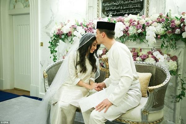 Bất ngờ với gu yêu của Hoàng gia Malaysia: Công chúa lấy con nhà bán hoa, nhận sính lễ chỉ hơn 1 triệu đồng nhưng cái kết mới là điều đáng nói-7
