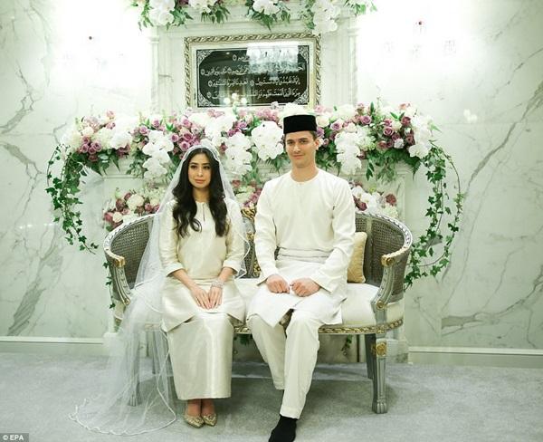 Bất ngờ với gu yêu của Hoàng gia Malaysia: Công chúa lấy con nhà bán hoa, nhận sính lễ chỉ hơn 1 triệu đồng nhưng cái kết mới là điều đáng nói-8
