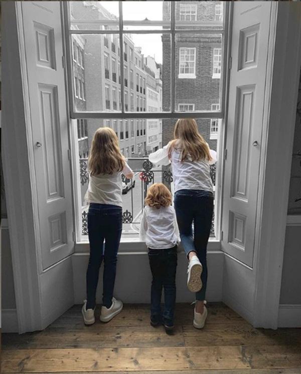 Tỷ phú giàu nhất Đan Mạch mất đi 3 người con trong vụ nổ bom liên hoàn ở Sri Lanka, giật mình với bức ảnh cuối cùng như một điềm báo-4