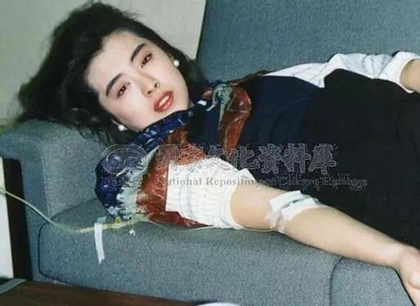 Bức ảnh chụp Ngọc nữ số 1 Hong Kong Vương Tổ Hiền lúc ốm nặng bất ngờ gây sốt vì quá tuyệt sắc-1