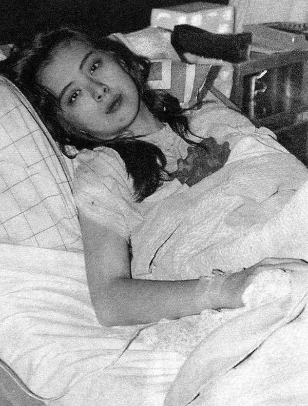 Bức ảnh chụp Ngọc nữ số 1 Hong Kong Vương Tổ Hiền lúc ốm nặng bất ngờ gây sốt vì quá tuyệt sắc-2