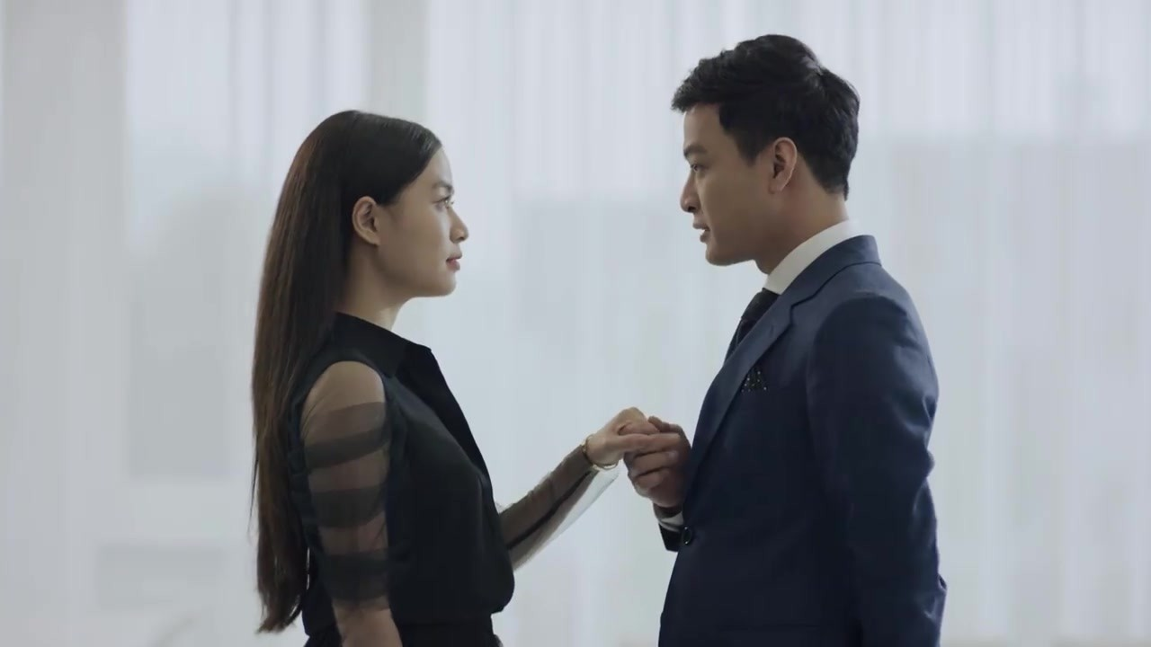 Hoàng Thuỳ Linh quê độ vì tưởng được cầu hôn trong Mê Cung, ai ngờ hôn phu bỏ chạy theo trai lạ-3