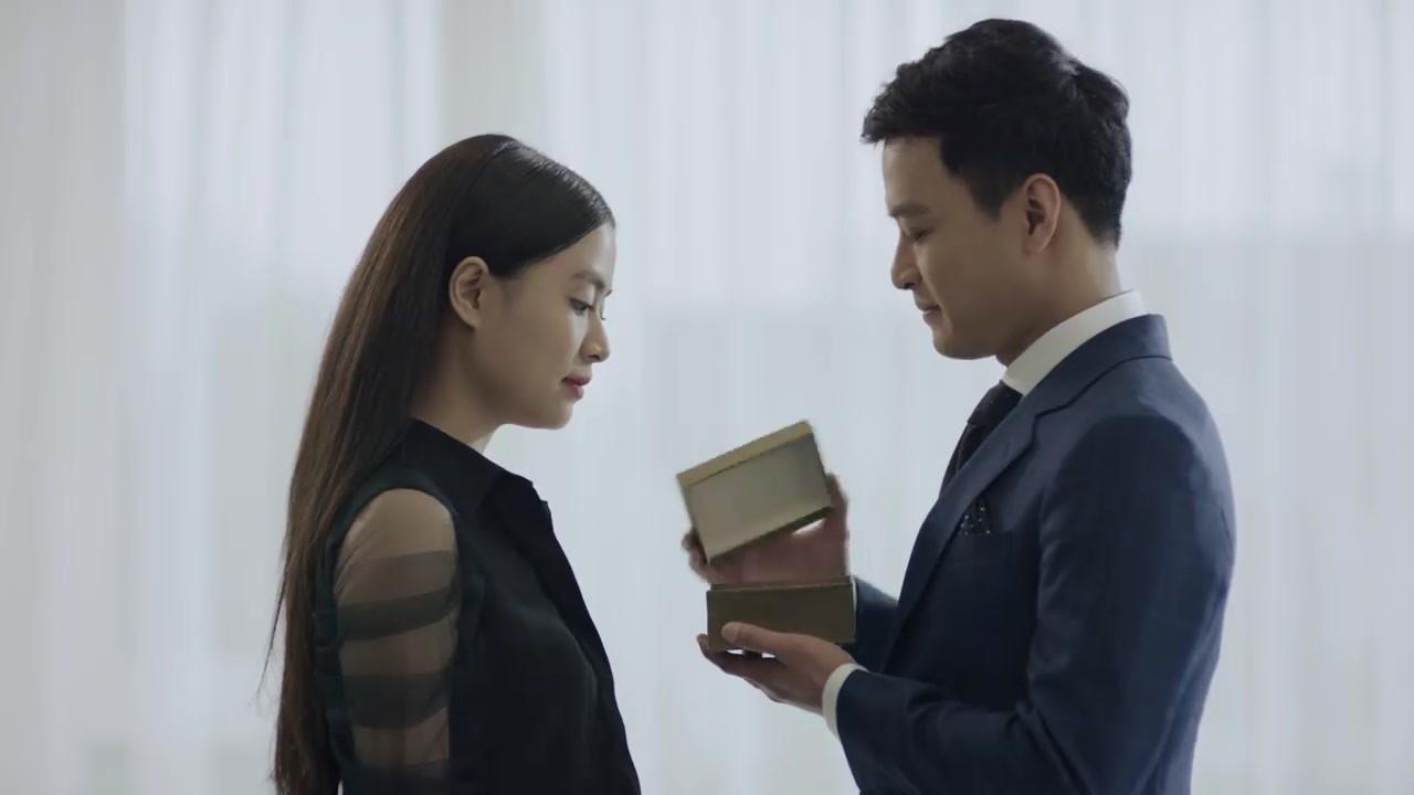 Hoàng Thuỳ Linh quê độ vì tưởng được cầu hôn trong Mê Cung, ai ngờ hôn phu bỏ chạy theo trai lạ-4