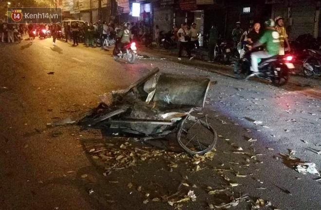 Hình ảnh đau xót: Con trai nữ công nhân môi trường gục khóc bên thi thể mẹ vụ ô tô tông liên hoàn ở Hà Nội-3