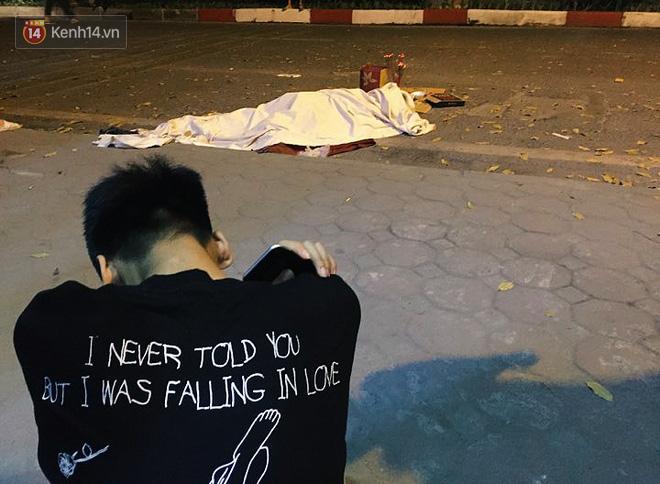 Hình ảnh đau xót: Con trai nữ công nhân môi trường gục khóc bên thi thể mẹ vụ ô tô tông liên hoàn ở Hà Nội-6