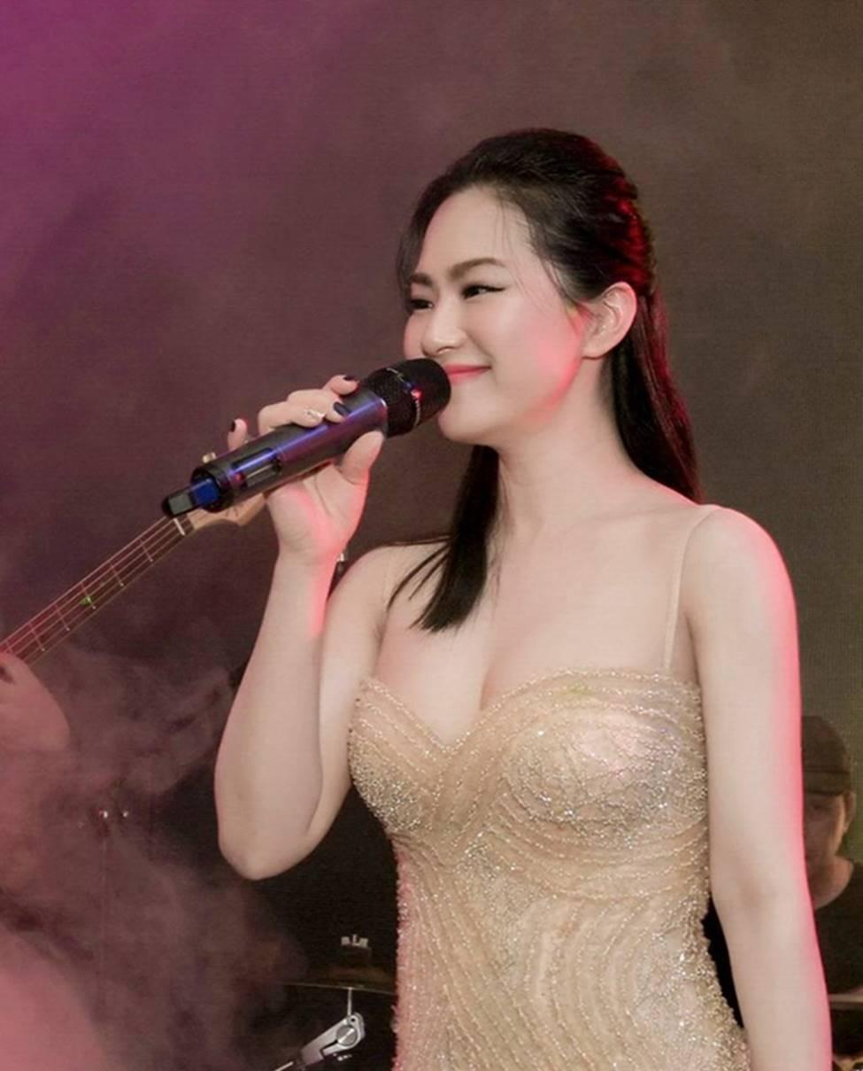 Sau 4 năm chia tay Khánh Đơn, Lương Bích Hữu lột xác ngày càng sexy-2