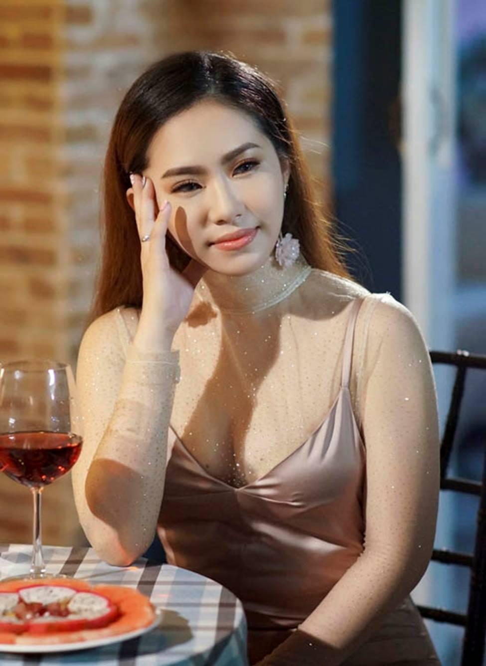 Sau 4 năm chia tay Khánh Đơn, Lương Bích Hữu lột xác ngày càng sexy-9