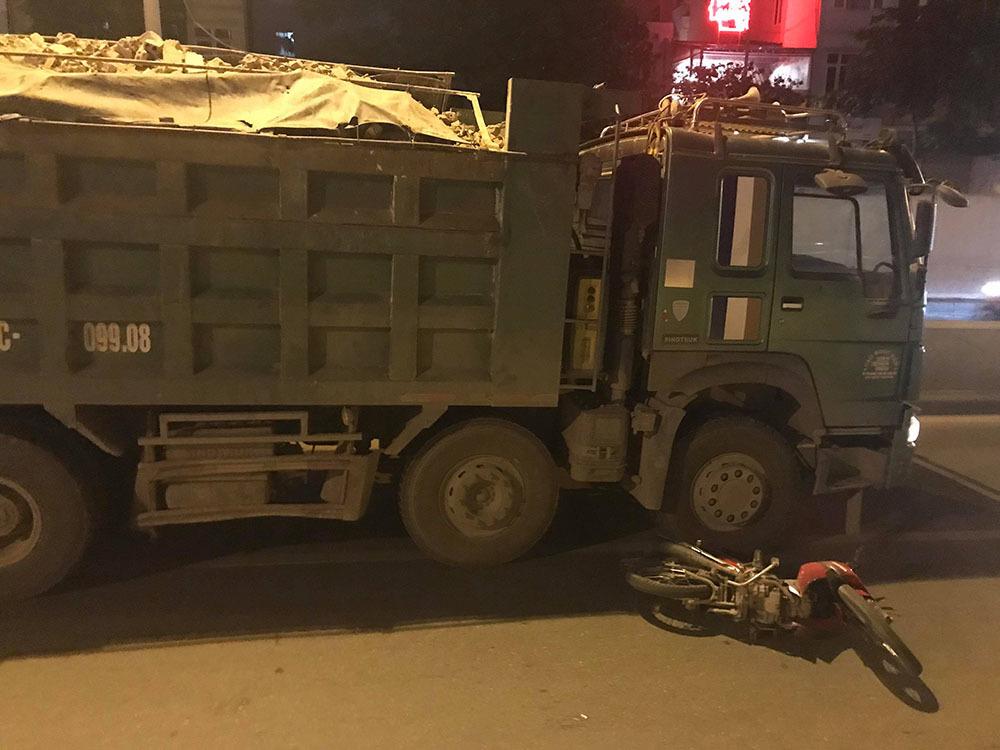 Xe tải đâm xe máy trong hầm Kim Liên, người đàn ông chết thảm-1