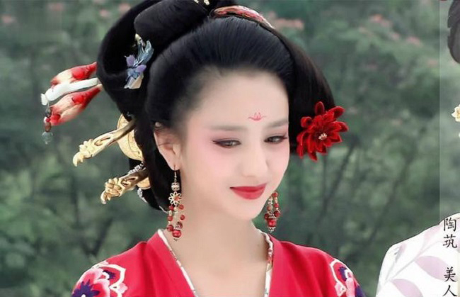 Ngây người vì dung mạo của tiên nữ tộc người đẹp nhất Trung Á-2