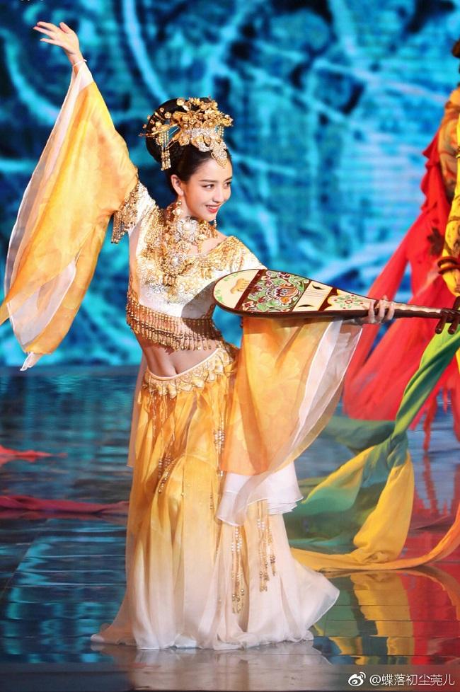 Ngây người vì dung mạo của tiên nữ tộc người đẹp nhất Trung Á-3
