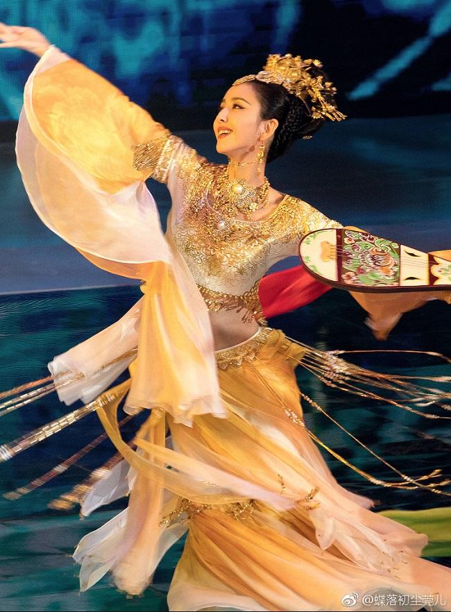 Ngây người vì dung mạo của tiên nữ tộc người đẹp nhất Trung Á-4