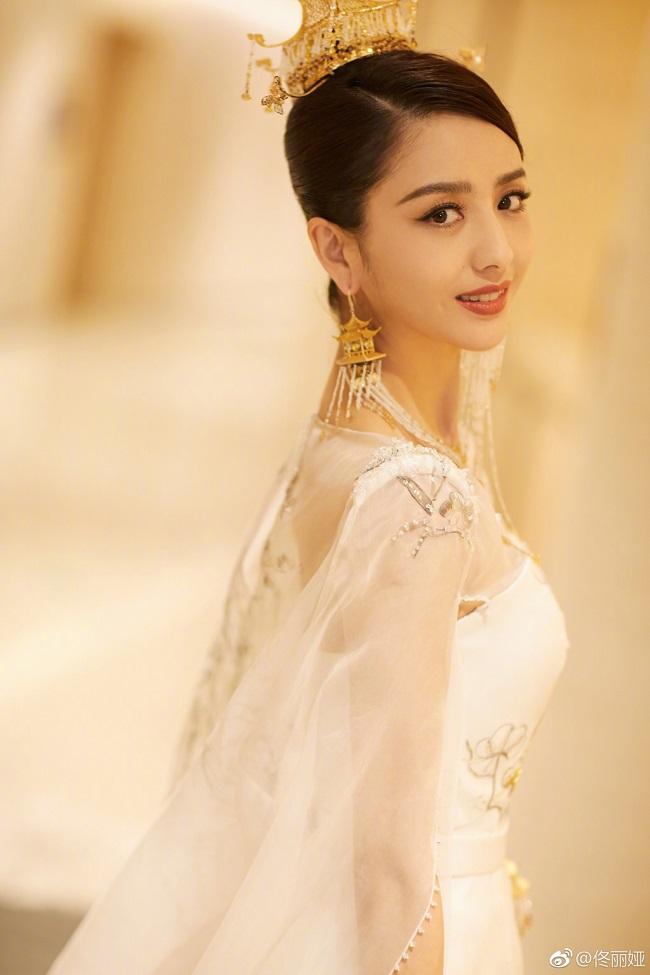 Ngây người vì dung mạo của tiên nữ tộc người đẹp nhất Trung Á-11