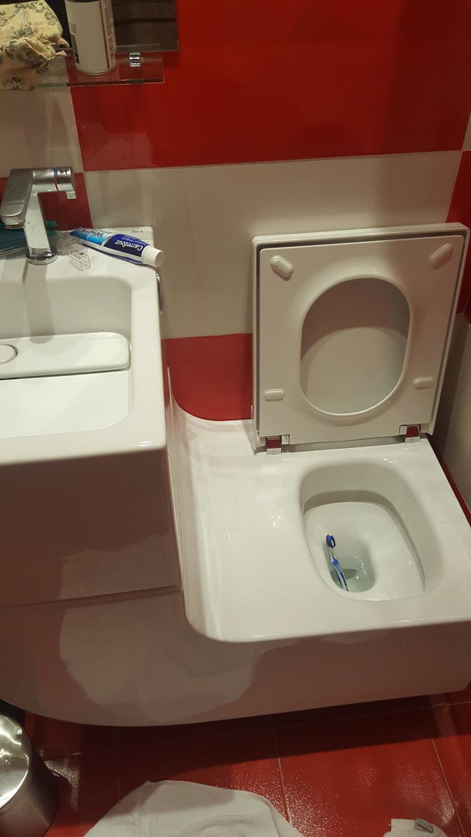 20 thiết kế nhà vệ sinh thảm họa khiến dân mạng thủ thỉ: Thôi, thà nhịn còn hơn-2