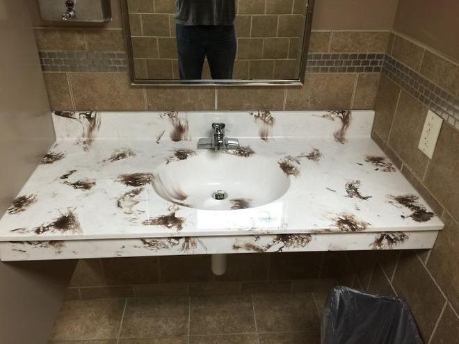 20 thiết kế nhà vệ sinh thảm họa khiến dân mạng thủ thỉ: Thôi, thà nhịn còn hơn-6