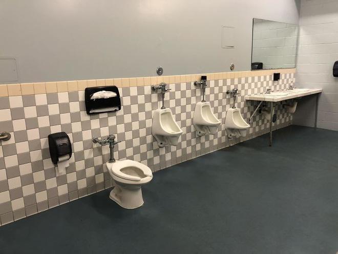 20 thiết kế nhà vệ sinh thảm họa khiến dân mạng thủ thỉ: Thôi, thà nhịn còn hơn-11