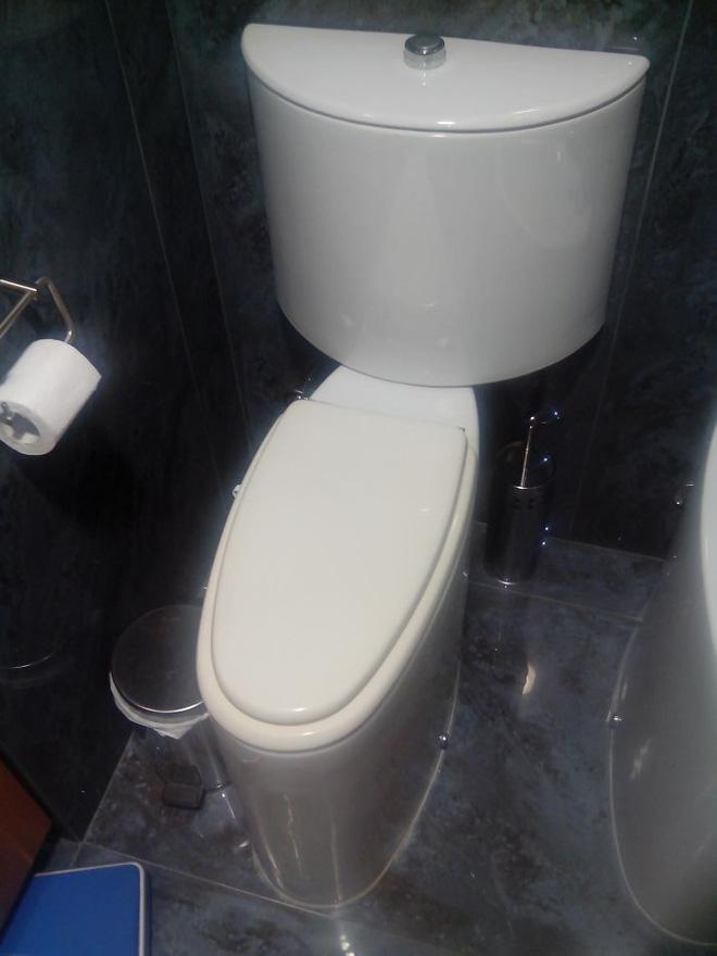 20 thiết kế nhà vệ sinh thảm họa khiến dân mạng thủ thỉ: Thôi, thà nhịn còn hơn-16