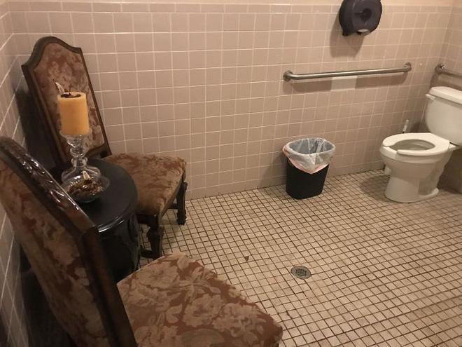 20 thiết kế nhà vệ sinh thảm họa khiến dân mạng thủ thỉ: Thôi, thà nhịn còn hơn-17