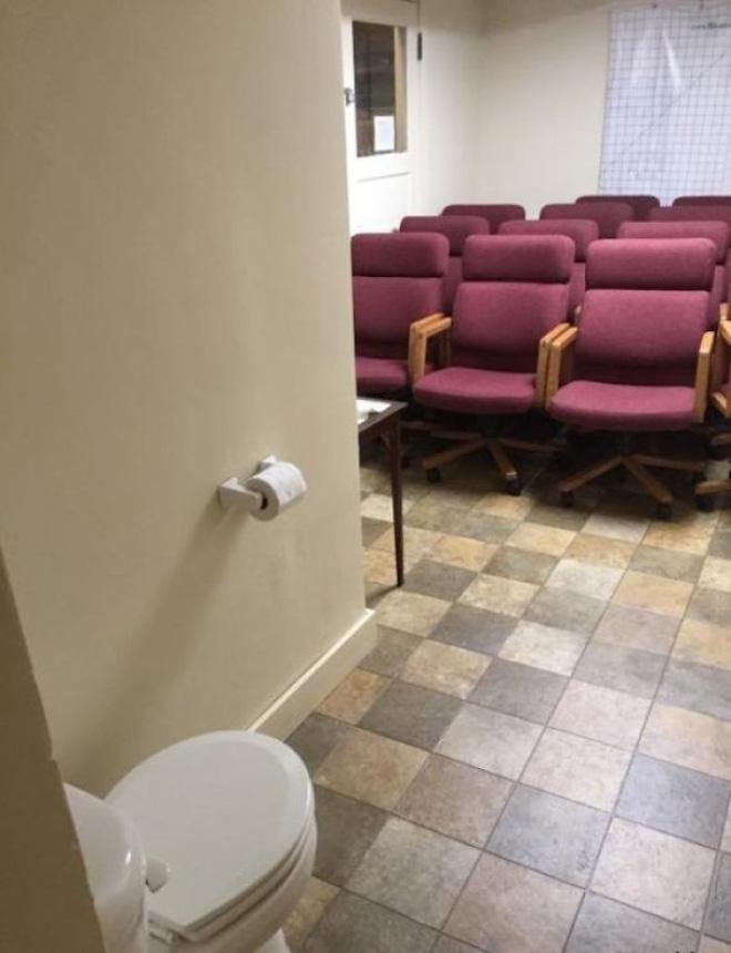 20 thiết kế nhà vệ sinh thảm họa khiến dân mạng thủ thỉ: Thôi, thà nhịn còn hơn-20