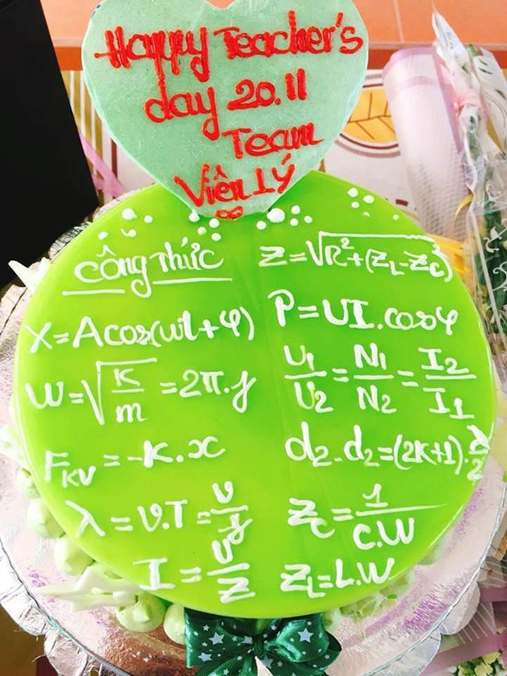 Học sinh chuyên Hóa tặng bánh sinh nhật cho cô giáo và cái kết-2