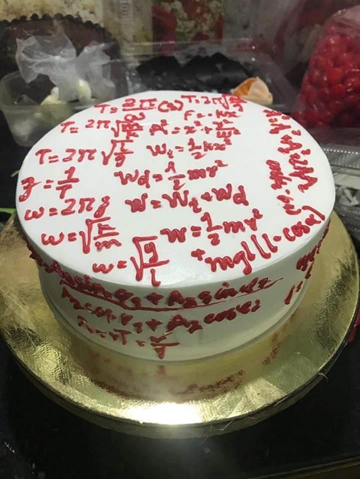 Học sinh chuyên Hóa tặng bánh sinh nhật cho cô giáo và cái kết-3