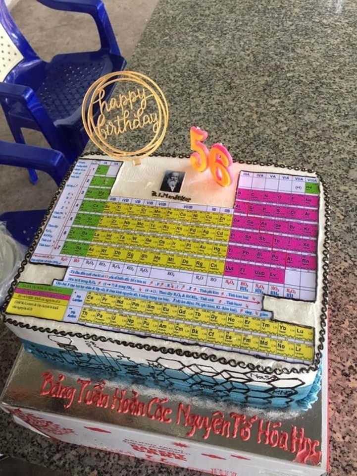 Học sinh chuyên Hóa tặng bánh sinh nhật cho cô giáo và cái kết-4