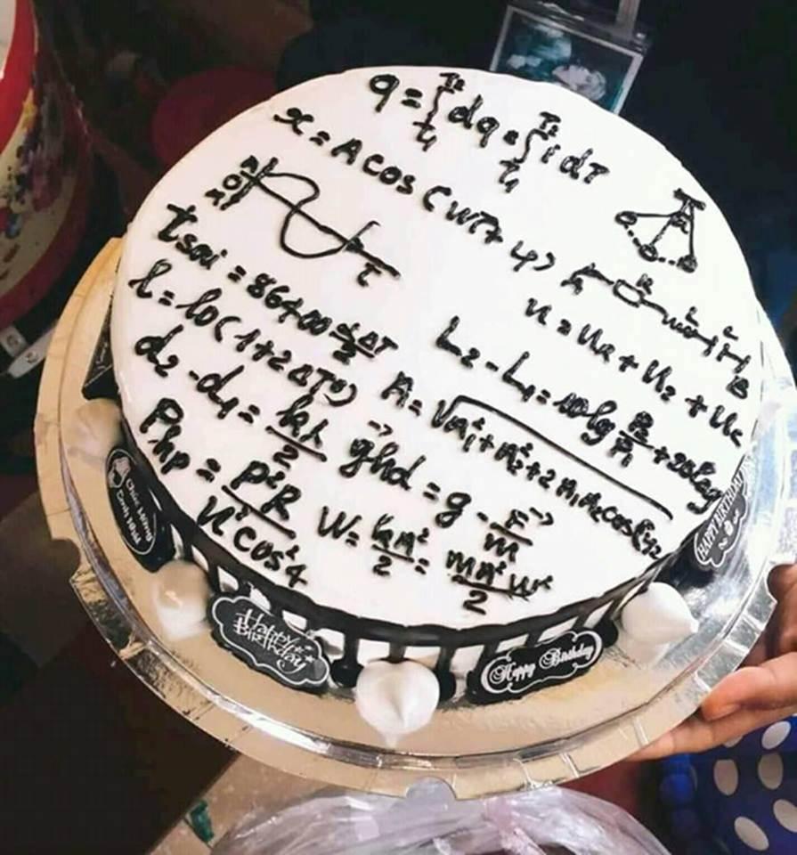 Học sinh chuyên Hóa tặng bánh sinh nhật cho cô giáo và cái kết-6