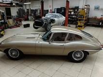 Sự hồi sinh kì diệu của một chiếc Jaguar E-Type từ