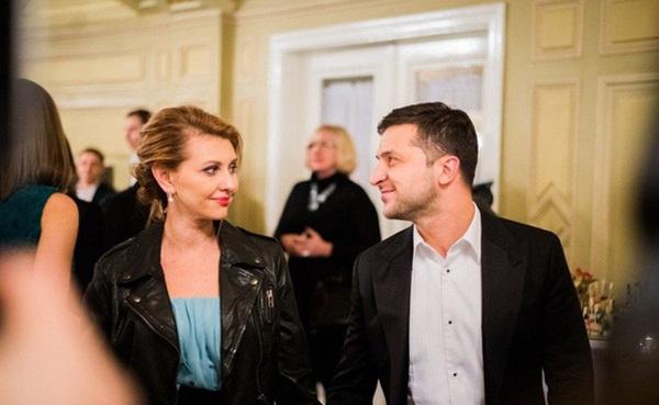 Vợ danh hài vừa đắc cử Tổng thống Ukraine xinh đẹp và giàu có cỡ nào?-1