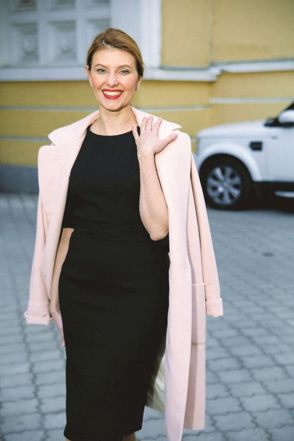Vợ danh hài vừa đắc cử Tổng thống Ukraine xinh đẹp và giàu có cỡ nào?-3