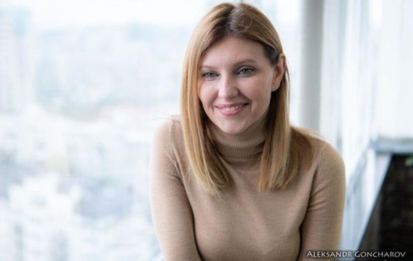 Vợ danh hài vừa đắc cử Tổng thống Ukraine xinh đẹp và giàu có cỡ nào?-9
