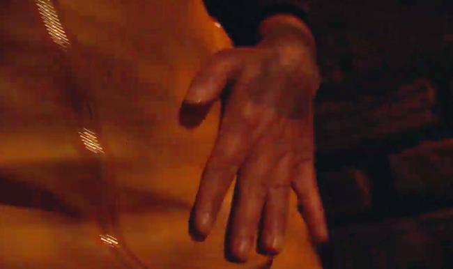 Phim của Hoàng Thùy Linh gây sốc với cảnh tên biến thái tấn công tình dục gái trẻ đi đêm-6
